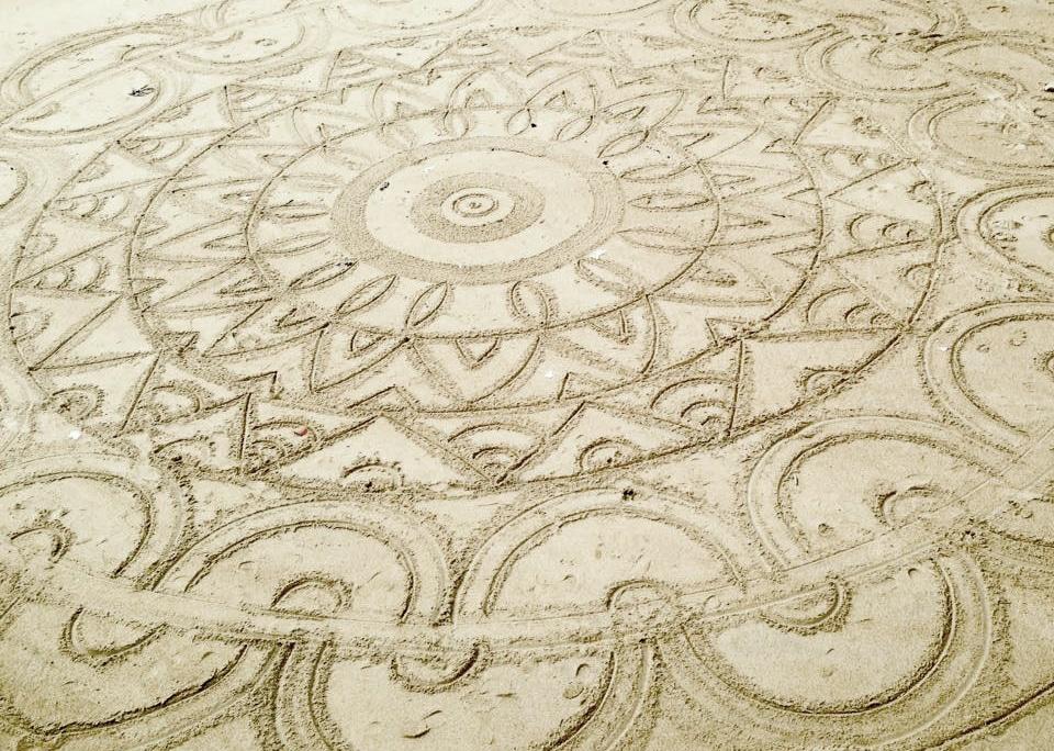 mandala-ocean-plage-sable